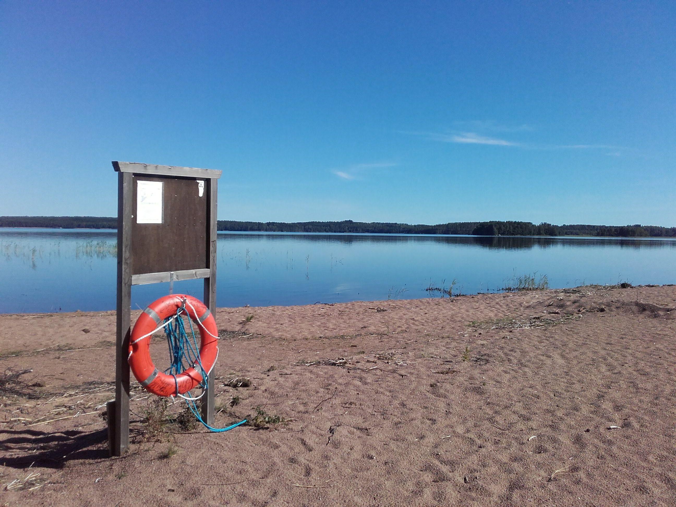 Kesäinen kuva Valkealan Särkkien uimarannalta.
