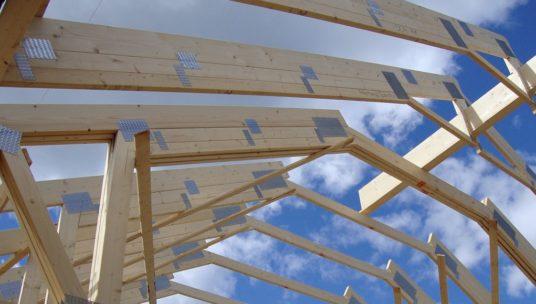 Kuva katon rakentamisesta