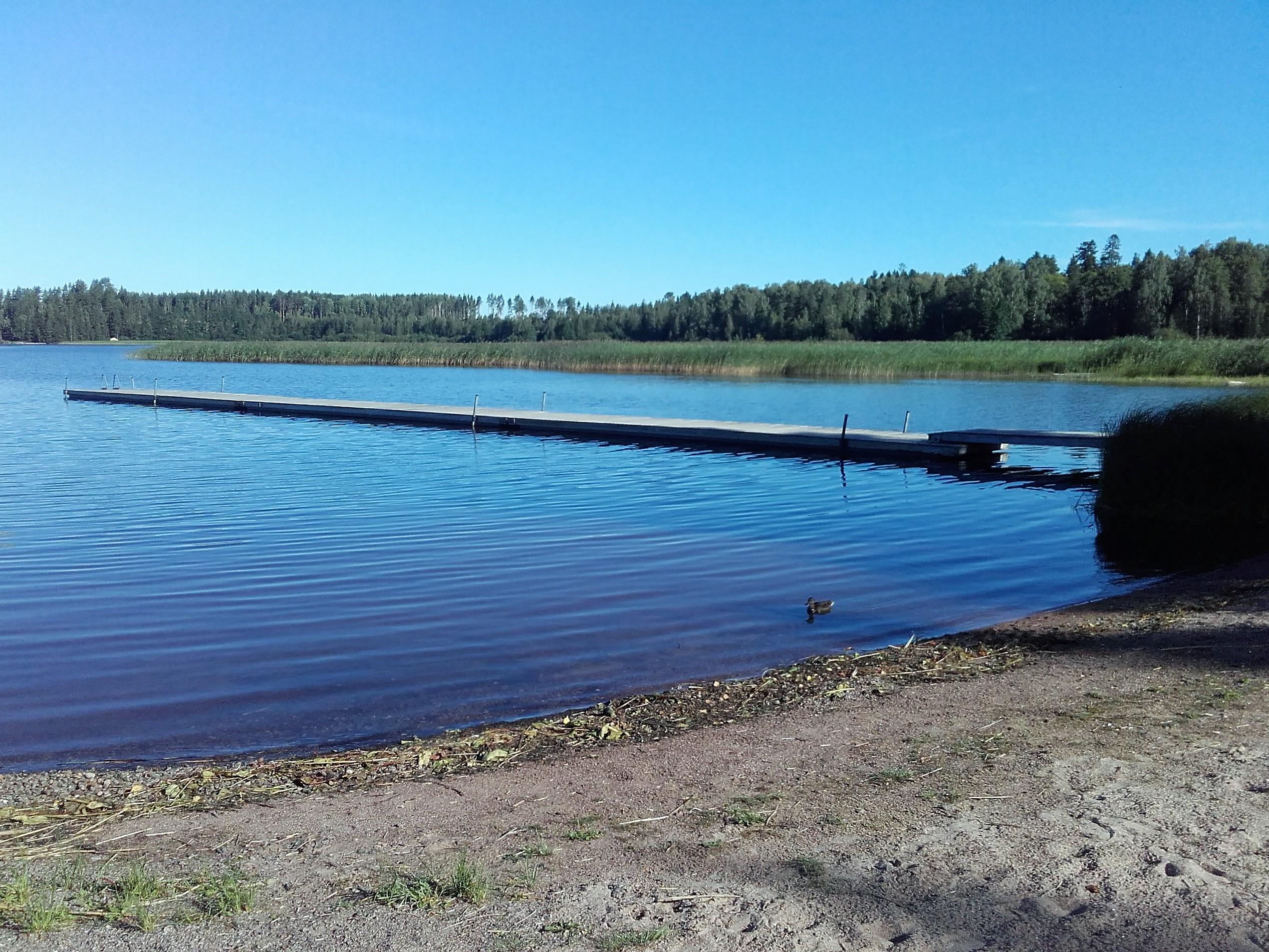 Kuvassa Valkealan kirkonkylän uimapaikka Lappalanjärvellä.