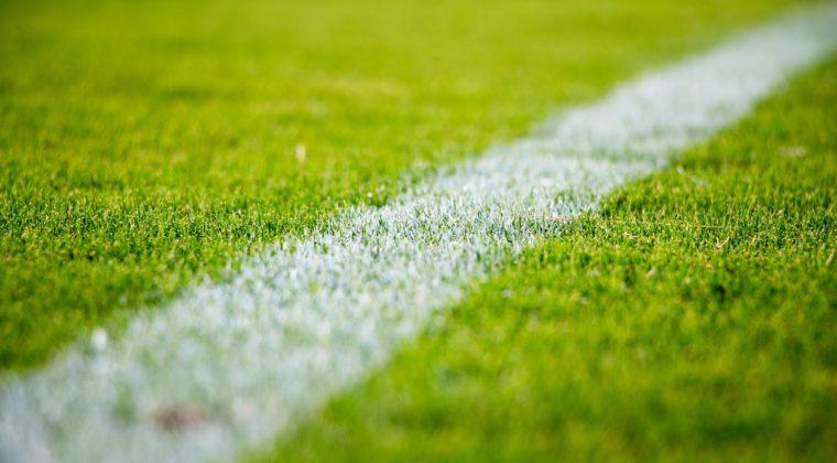 Jalkapallokentän nurmi.