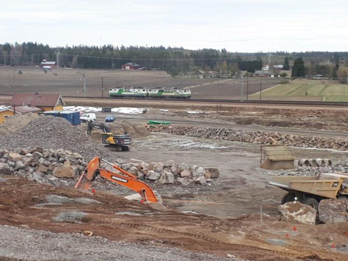 Rautatie- ja maantieterminaalin rakennustyömaa Kouvolassa.