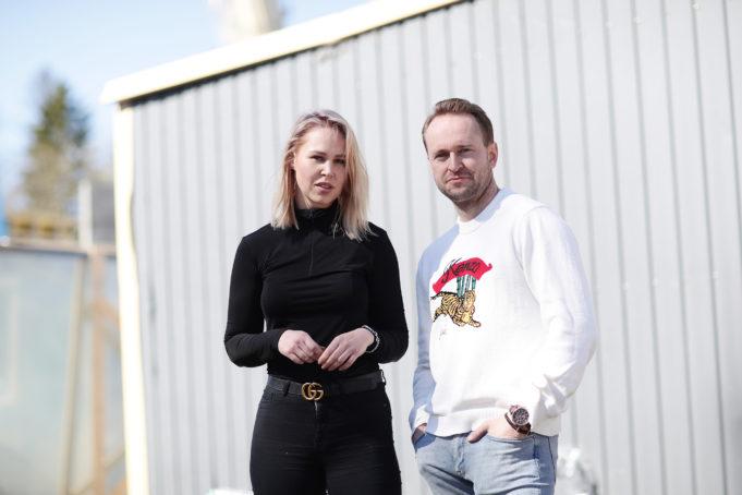 Tuomas Kukkonen ja Niina Noroviita päättivät rakentaa Pioneeripuistoon