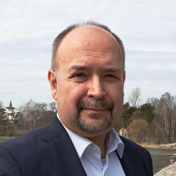 politiikan toimittaja, tietokirjailija Jari Korkki