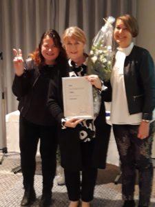 Paras arviointikertomus (yli 20 000 asukkaan kunnat) vastaanottivat tarkastuslautakunnan varapuheenjohtaja Maija Lehtomäki, arviointipäällikkö Sirkku Ahvo-Lehtinen ja vs. arviointipäällikkö Katriina Lankinen Helsingissä 6.11.2019.