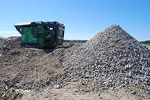 Kouvola RRT kesäkuussa 2020 kivien murskausta