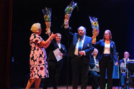 Ahvion Soittokunnan edustajat vastaanottamassa vuoden 2020 Kouvolan kulttuuripalkintoa.