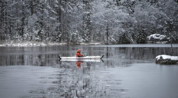 Meloja talvisella joella