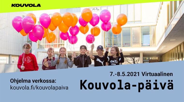 Lapsia ilmapallojen kanssa kaupungintalon edessä Kouvola-päivänä