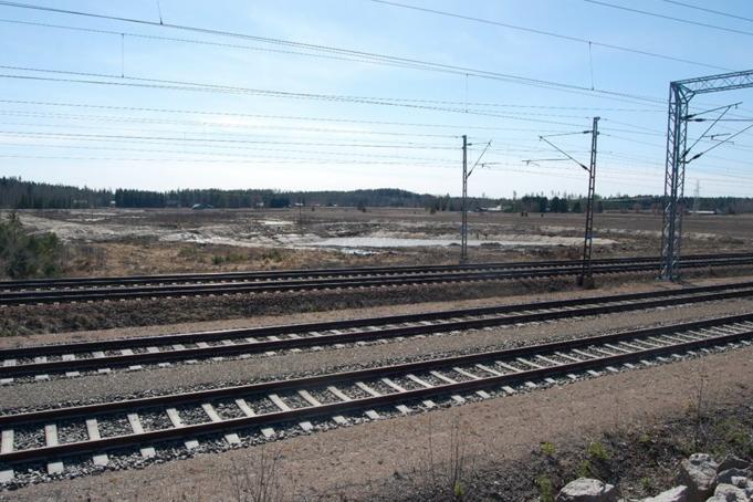 Näkymä Kouvola RRT työmaalta junaradan yli hulevesialtaille